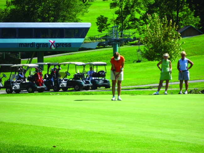 Women Golfing at Holiday Valley