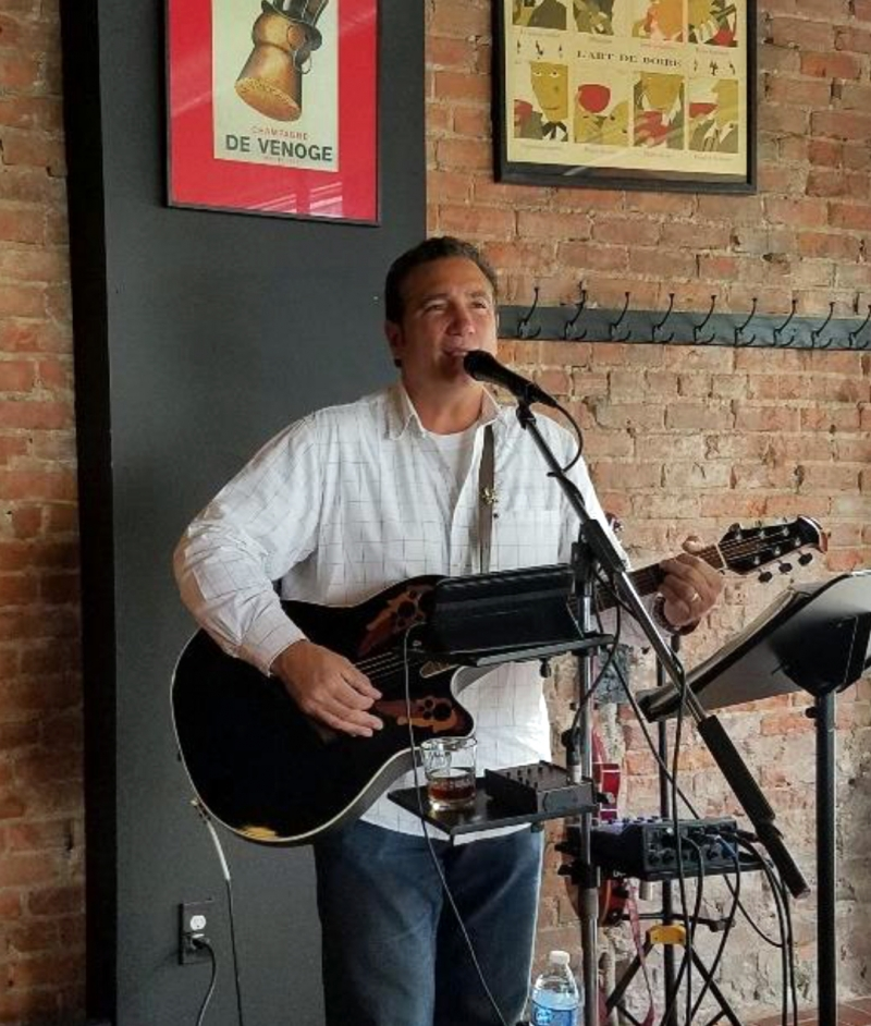 Dave Stayner performing