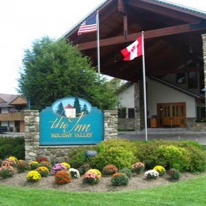 Photo of the Inn at Holiday Valley on a Summer day