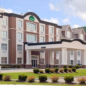 Photo of the outside of the Ellicottville Wingate by Wyndham