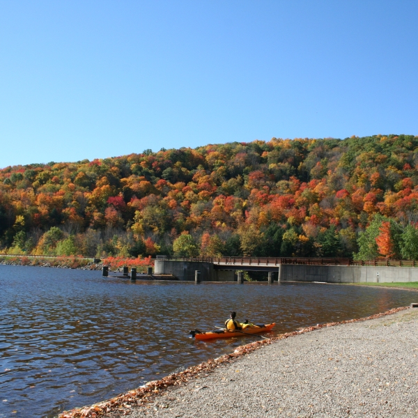 Photo of kayaker at Quaker Lake launch. Fall 2007