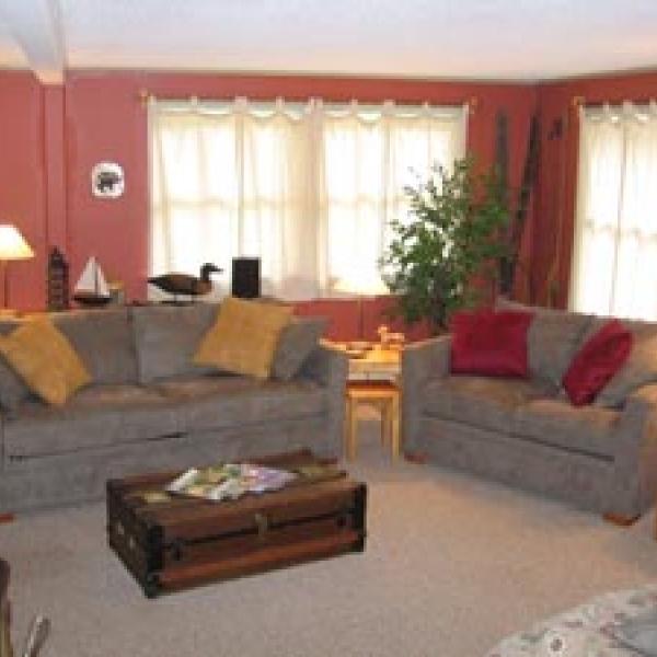 Living room of Alden's Acres
