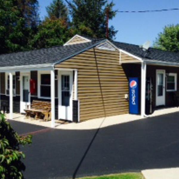 Photo of outside of New Lantern Motel
