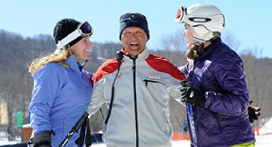 2 women learning to ski with a ski instructor